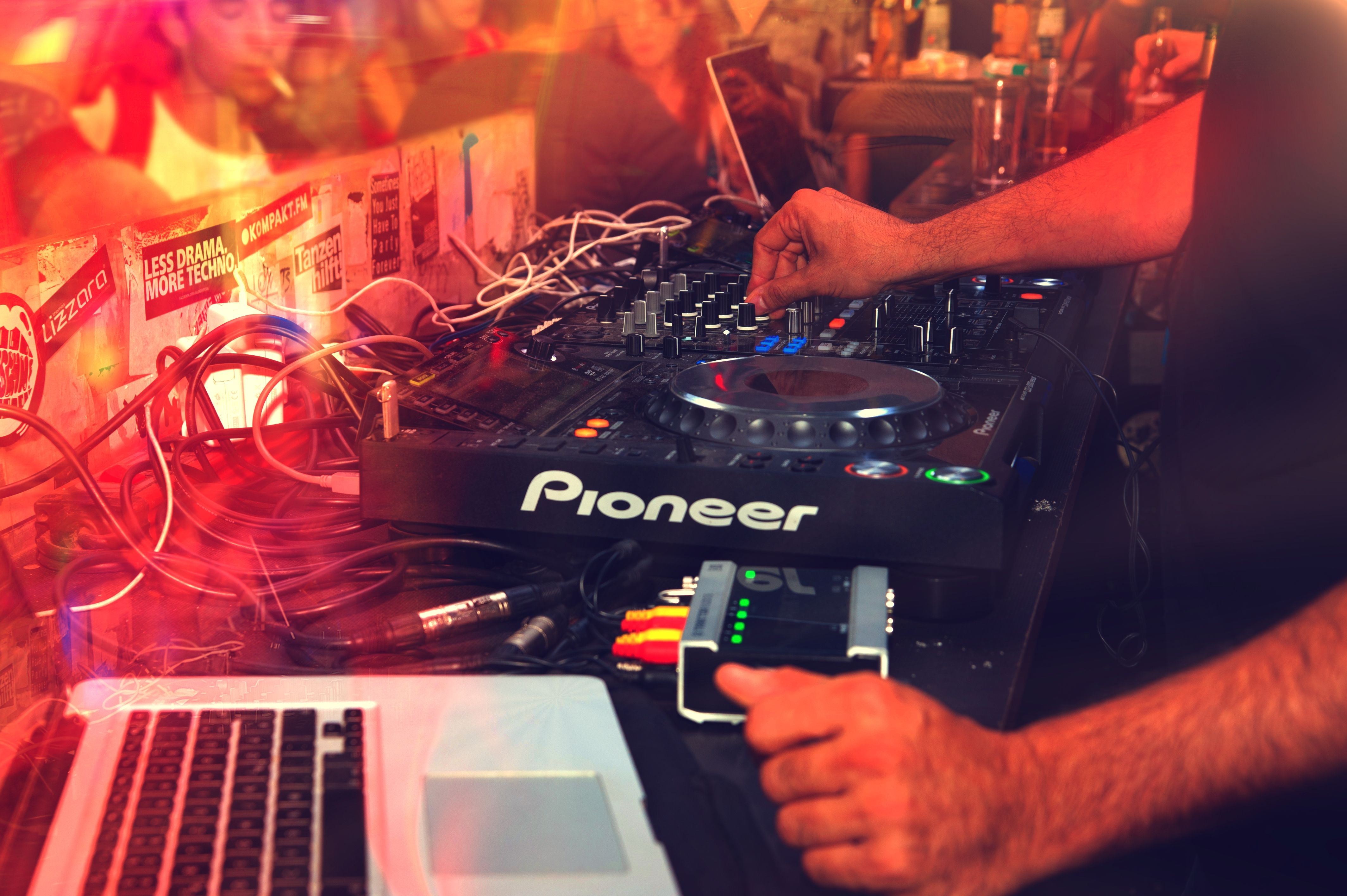 Dyskoteka z DJ
